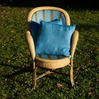 Housse de coussin unie en lin, de forme carrée, teinte en Bleu de Lectoure